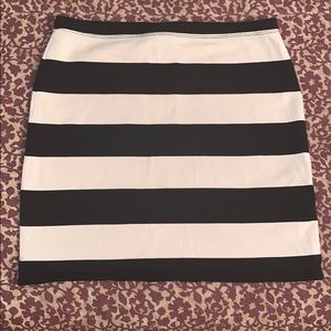 H&M cream and black mini skirt